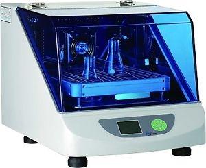 Agitador Orbital termostatizado con incubacíón. Marca Numak, modelo AOT-3535