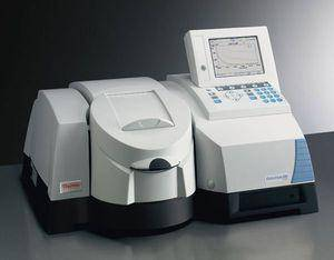 Espectrofotómetro UV-Visible doble haz. Marca Thermo Scientific, modelo Evolution 600
