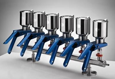 Manifold de 6 bocas en acero inoxidable con embudos de 300 ml en acero inoxidable. Marca Numak